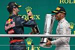 Daniel Ricciardo a Lewis Hamilton
