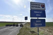 Hraniční přechod Sudoměřice - město/Skalica na Hodonínsku mezi Českem a Slovenskem, který byl uzavřen v rámci opatření slovenské vlády proti šíření koronaviru.
