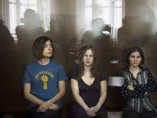 Stíhané členky Pussy Riot před odvolacím soudem