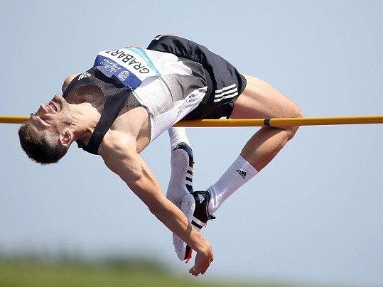 Brit Robbie Grabarz při závodu výškařů na atletickém mítinku vBirminghamu. Nejvýše skočil Katařan Mutaz Essa Baršim - 237centimetrů je nejlepší výkon letošní sezony.