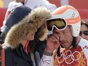Bodeho Millera v cíli superobřího slalomu vedle manželky Morgan přemohly emoce.
