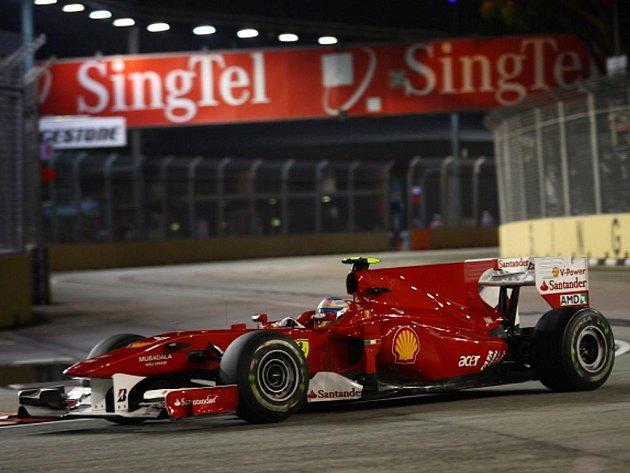 Fernando Alonso v kvalifikaci na Velkou cenu Singapuru.