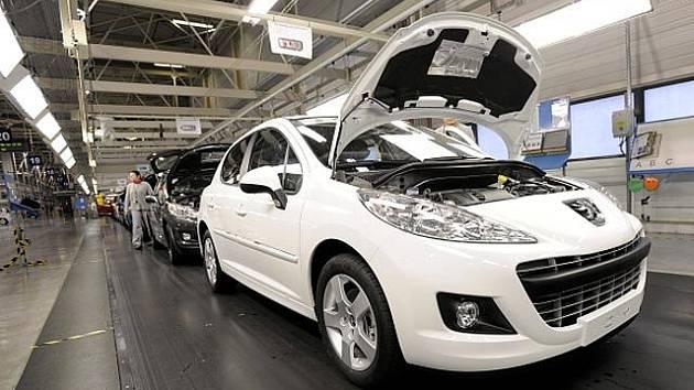 Pohled do haly automobilky PSA Peugeot Citroën
