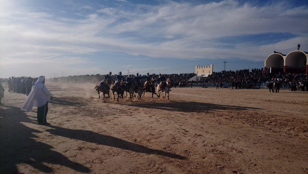 Během čtyř dnů se na festivalu v Douz vystřídalo 105 tisíc diváků.