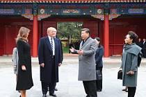 Donald Trump a Si Ťin-pching s polovičkami