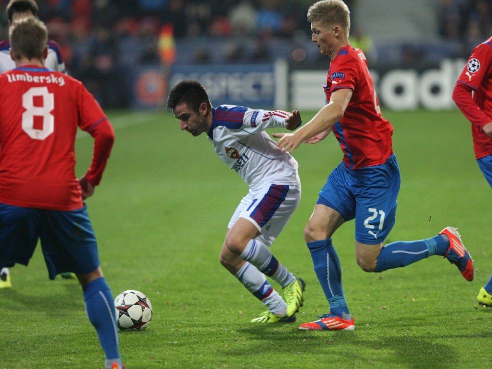 Václav Procházka z Plzně (vpravo) proti CSKA Moskva.