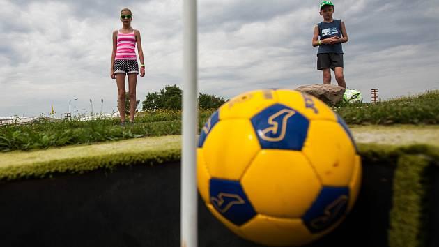 Rekreační sport fotbalgolf. Ilustrační foto.
