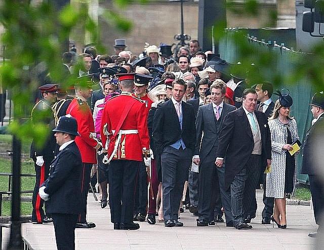 Do Westminsterského opatství přicházejí první hosté.