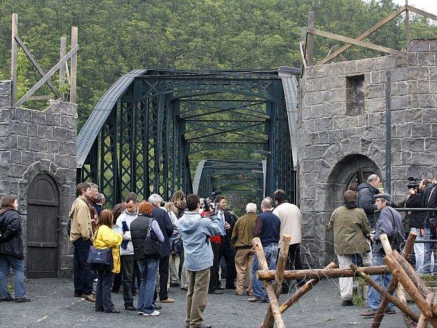 Slavnostní zahájení natáčení nového českého filmu Anglické jahody se uskutečnilo 21. května v Davli u Prahy