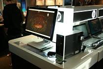 Elektronikou napěchovaný kamion společnosti Hewlett-Packard