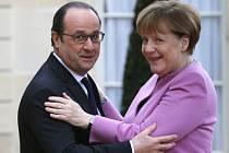 Německá kancléřka Angela Merkelová a francouzský prezident François Hollande na dnešní schůzce v Paříži potvrdili soudržný postoj před pondělním summitem EU-Turecko.