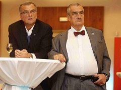 Miroslav Kalousek a Karel Schwarzenberg sledují výsledky voleb ve volebním štábu TOP 09.