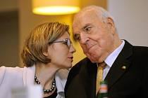 Helmut Kohl si vzal svou spolupracovnici Maike, když mu bylo 78 let a jí 44.