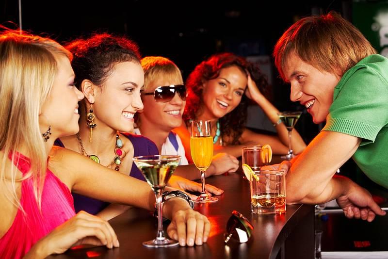Alkohol není doménou jen starších ročníků. Pijí i ti mladší