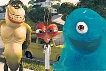 Trojice kámošů, kterým nelze v kině odolat – už jen kvůli slizounovu namlouvání želatinové bábovky stojí film Montra versus Vetřelci za vidění.