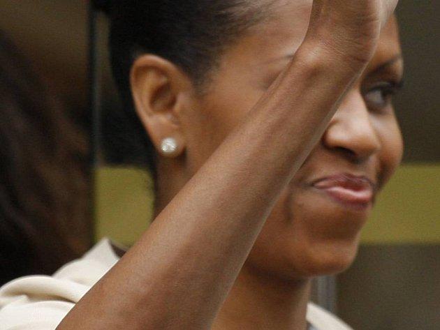 Návštěvu amerického prezidenta a jeho rodiny v Paříži si všichni báječně užili - prezident, jeho žena i dcery, ale i davy fanoušků, kteří si přišli Obamovy prohlédnout.