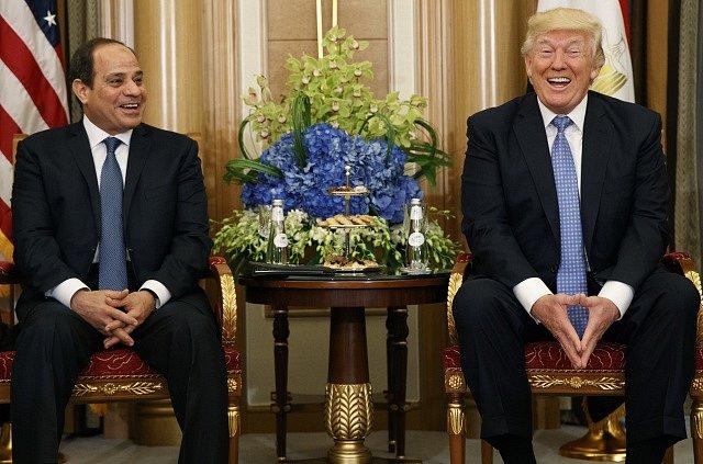 Donald Trump a egyptský prezident Abdel Fattah al-Sísí