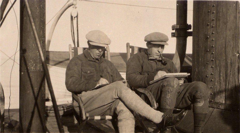 Frederick Banting s kanadským malířem Alexanderem Youngem Jacksonem na lodi Beothic v roce 1927