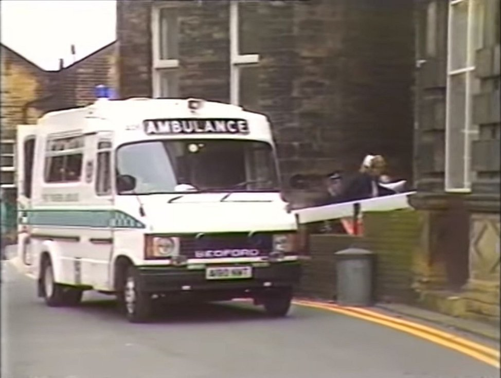 Sanitky začaly svážet stovky raněných do okolních nemocnic