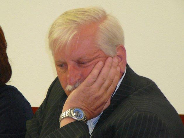 Exekutor Vlastimil Porostlý byl zproštěn obžaloby z přijímání úplatku. Hrozilo mu až pět let vězení.