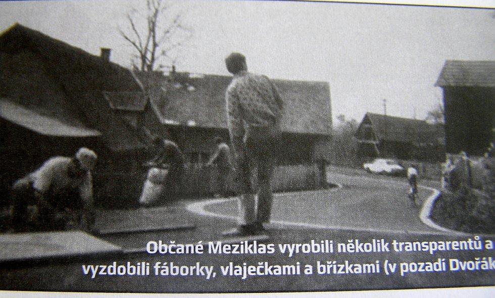 Závod Míru. Obyvatelé Meziklasí vyzdobili obec, aby přivítali závodníky.