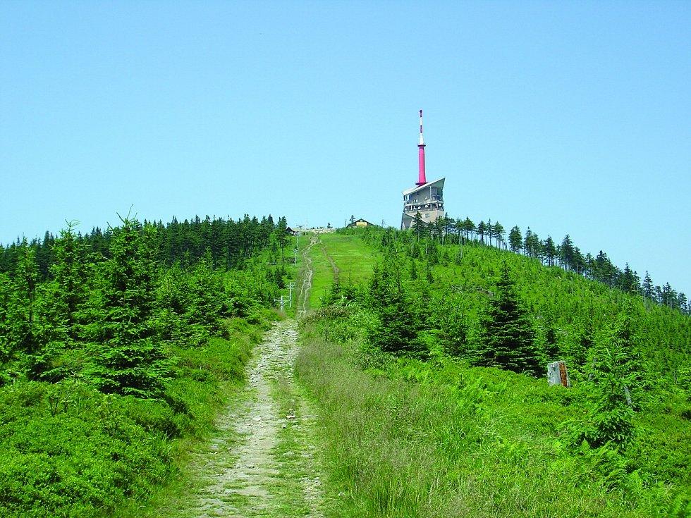 Lysá hora. Nejvyšší hora Moravskoslezských Beskyd se tyčí do výšky 1323 metrů nad mořem.