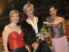 Kateřina Neumannová (vlevo), Barbora Špotáková (uprostřed) a Kateřina Baďurová na slavnostním vyhlášení ankety Sportovec roku 2007.