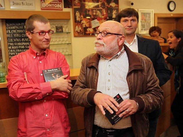 Spolu s Arnoštem Goldflamem se stal kmotrem nové desky režisér Villona Radek Balaš.