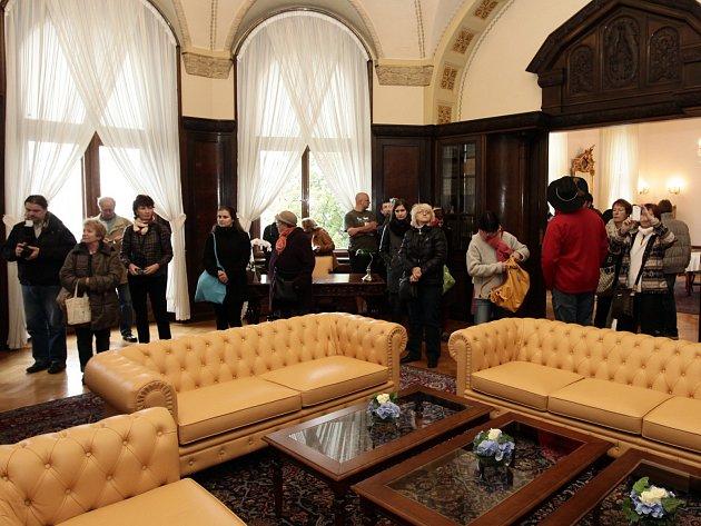 Veřejnosti byla 28. října zpřístupněna Kramářova vila. Rezidence českých premiérů slaví v letošním roce 100.výročí svého dokončení v roce 1915.