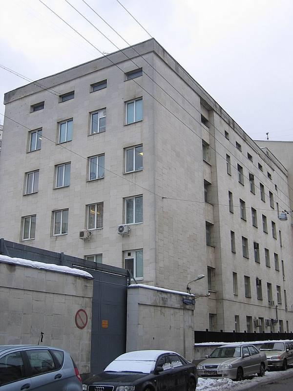 Poprvé byl Džumagaljev zatčen v srpnu 1979, kdy v opilosti zastřelil omylem svého kolegu hasiče. V psychiatrickém Ústavu Serbského (na snímku) mu byla diagnostikována schizofrenie
