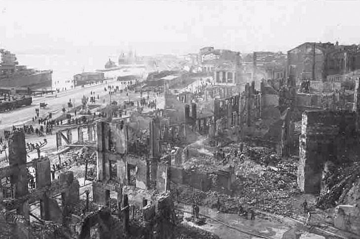 Popelem lehla většina starého města a přístavu