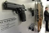 Česká zbrojovka z Uherského Brodu. Na snímku je jedna z vyráběných zbraní