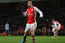 Tomáš Rosický z Arsenalu se raduje z gólu proti Queen Park Rangers.