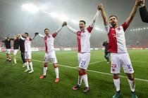 Fotbalisté Slavie se radují z vítězství nad Mladou Boleslaví.
