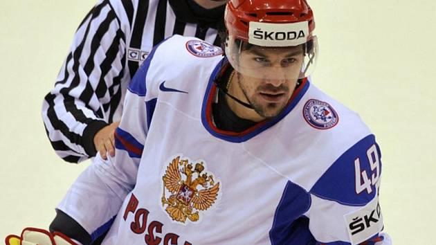 Rus Jevgenij Arťuchin zranil české reprezentaci dva hráče.