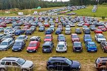 Na první český sraz Dacií dorazilo 808 aut.