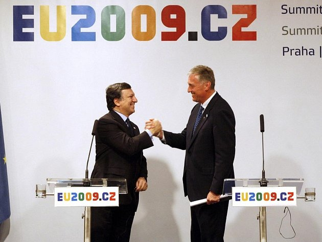 José Barosso a Mirek Topolánek na summitu EU v Praze