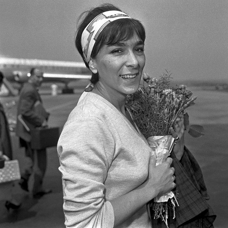 Při návratu z jednoho ze zahraničních turné na ruzyňském letišti koncem 60. let