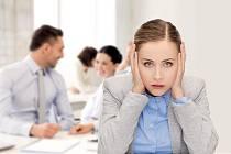 Hluk na pracovišti nemusí být nijak výrazný, přesto má významný dopad na pracovní výkonnost i psychickou pohodu.