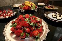 Sladkosti mají většinou příliš mnoho kalorií, ale málo výživných látek.