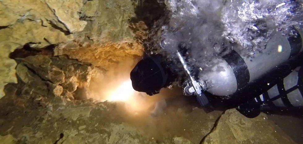 V nitru podmořských jeskyní našli potápěči stopy po pravěké důlní činnosti