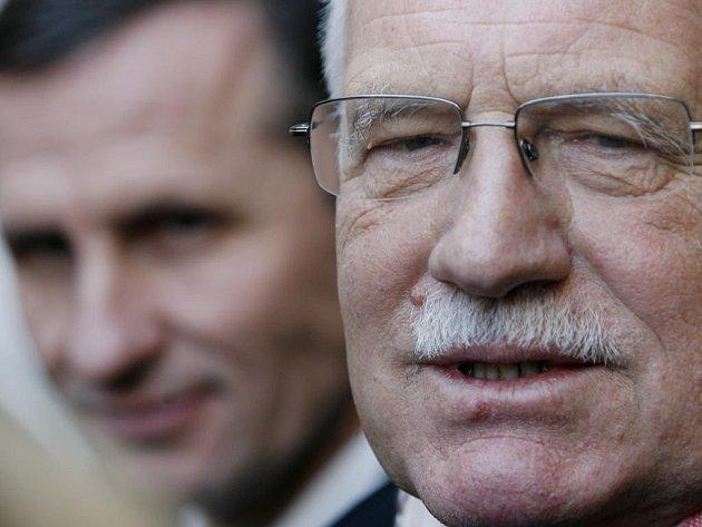 Prezident Václav Klaus navštívil senátorský klub KDU-ČSL, kde hledal podporu pro své znovuzvolení.