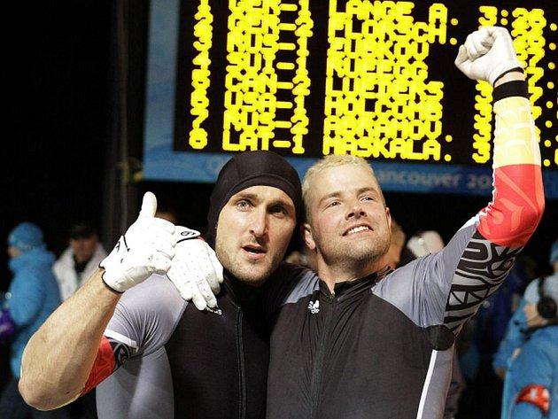 Němci André Lange a Kevin Kuske získali díky triumfu v soutěži dvojbobů čtvrté olympijské zlato v kariéře.
