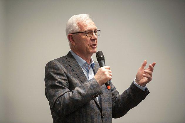 Den s prezidentským kandidátem Jiřím Drahošem na debatě v hotelu Park Inn by Radisson Ostrava, 14. prosince v Ostravě.