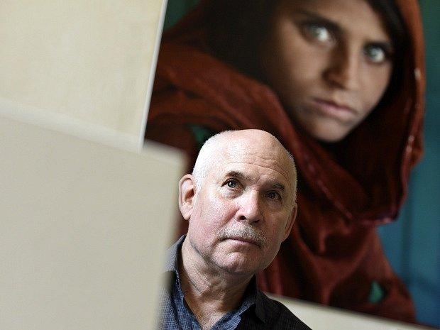 Americký fotograf Steve McCurry představil 7. září na Staroměstské radnici v Praze svou výstavu Photographer.