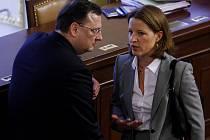 Premiér Petr Nečas a poslankyně Karolína Peake.