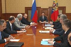 Ruský prezident Medvedev výnosem uznal nezávislost Abcházie a Jižní Osetie.
