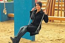 Moderátorka. Průvodkyní po celém cyklu je Šárka Kubelková, doplňovat ji budou odborníci na danou oblast vztahů.