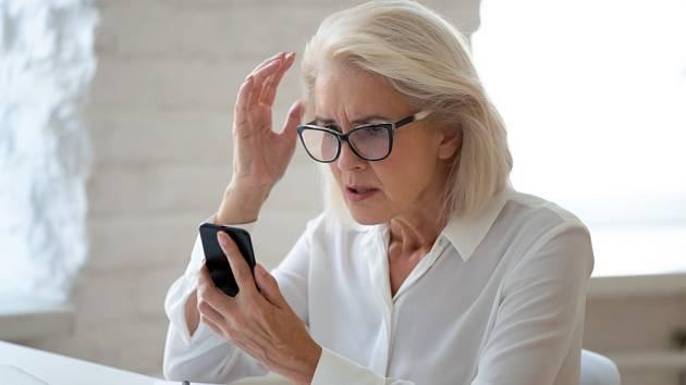 Senioři také mnohdy skončí v síti podivných zprostředkovatelských e-shopů srouškami, respirátory a dalšími ochrannými pomůckami.
