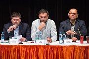 Jednání ústředního výkonného výboru ČSSD v Hradci Králové. Na snímku jsou (zleva) předseda strany Jan Hamáček, statutární místopředseda Jiří Zimola a místopředseda Jaroslav Foldyna.
